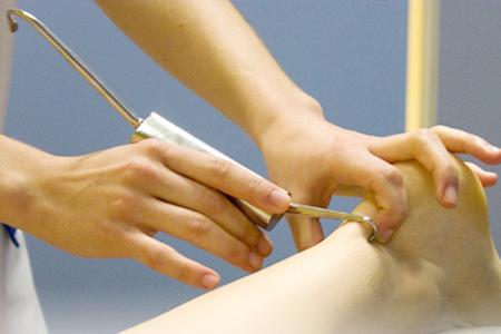 akari-fisioterapia-fibrolisis-diacutanea-ganchos
